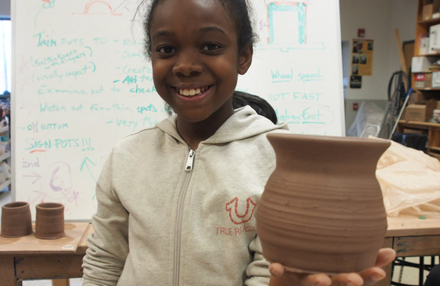 girl-with-pottery